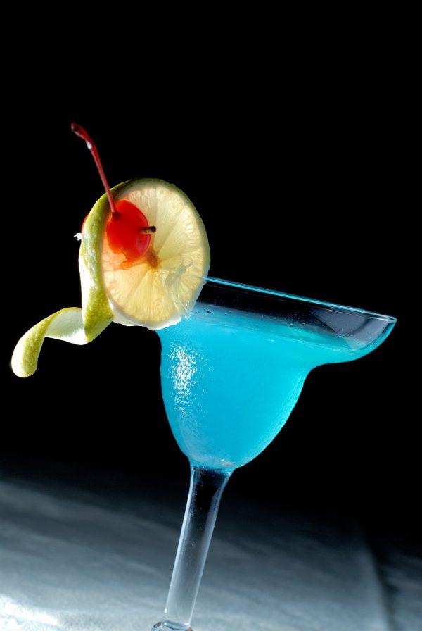 暑い季節は青が嬉しい。では、青い色の食べ物はどうでしょう?